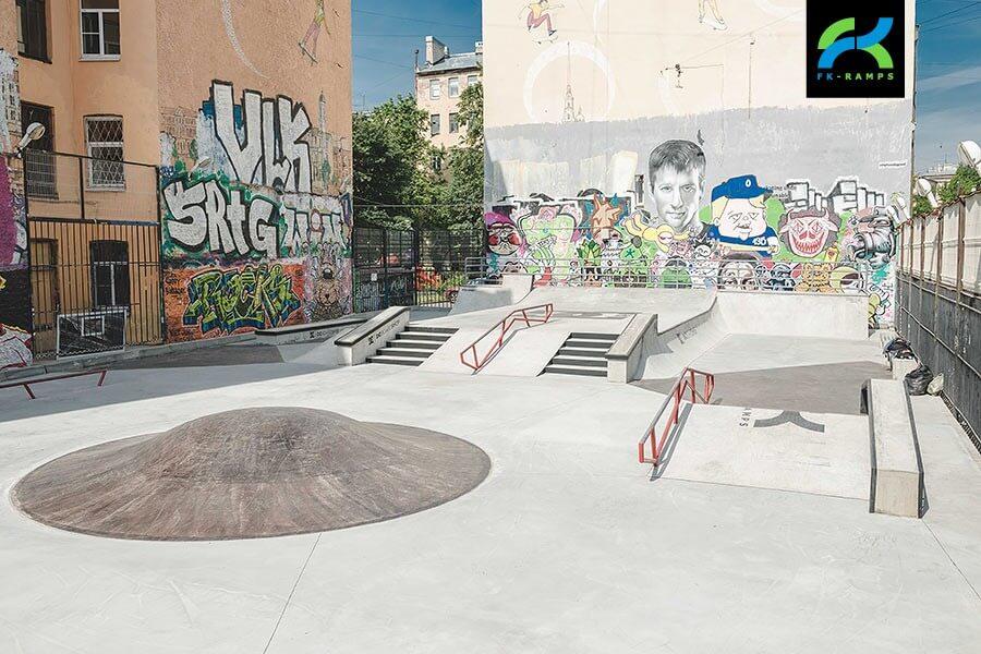 Бетонный скейт парк DC Plaza на ул. Введенская, д.9
