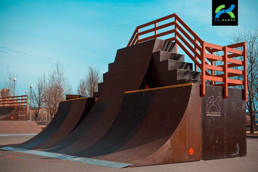 Деревянный скейт-парк в Парке 300-летия
