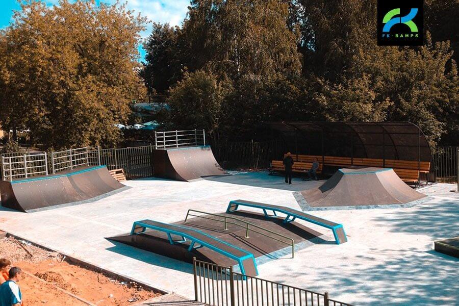 Деревянный скейт-парк в парке «Швейцария»