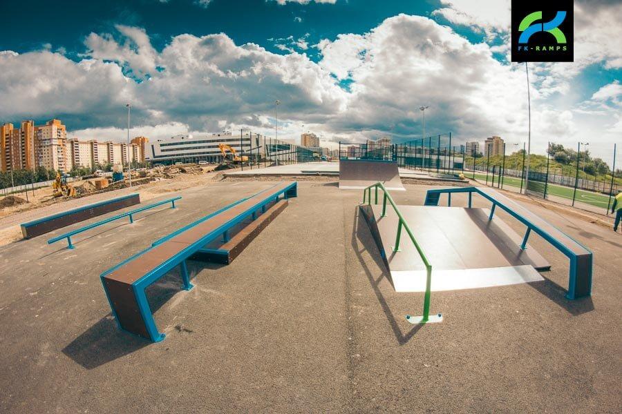 Деревянный скейт-парк у Ледового дворца Петербурга