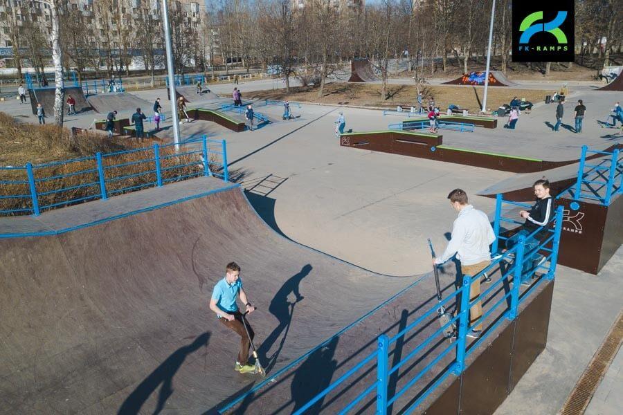 Деревянный скейт парк в Киришах