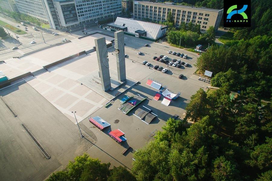 Каркасный скейт парк в Челябинске на площади Науки
