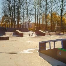 Деревянный скейт парк в Дубровке
