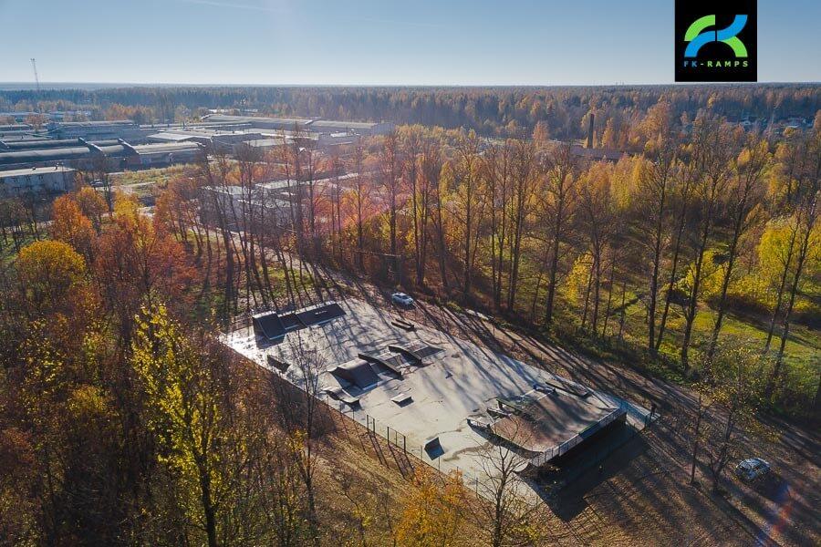 Деревянный скейт парк в Дубровке, Ленинградская обл.