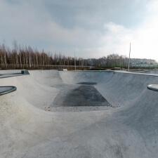 Бетонный боул в скейт парке