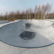 Бетонный пул в скейт парке
