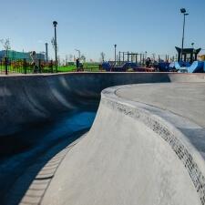 Бетонный скейт парк с боулом