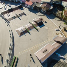 Деревянный скейт парк с плазой