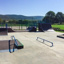 Деревянный скейт парк в Кировском