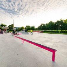 Рейл в скейт парке