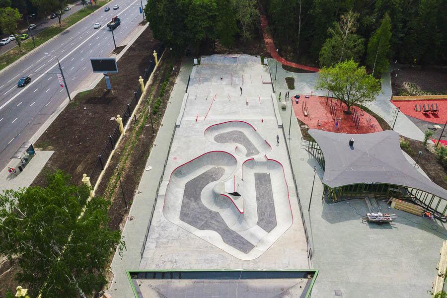 Бетонный скейт парк в парке «Швейцария»