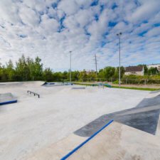 Бетонный скейтпарк и асфальтовый памптрек в Кировске